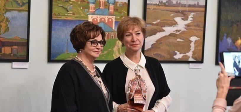 В Союзе женщин России открыли выставку детских рисунков