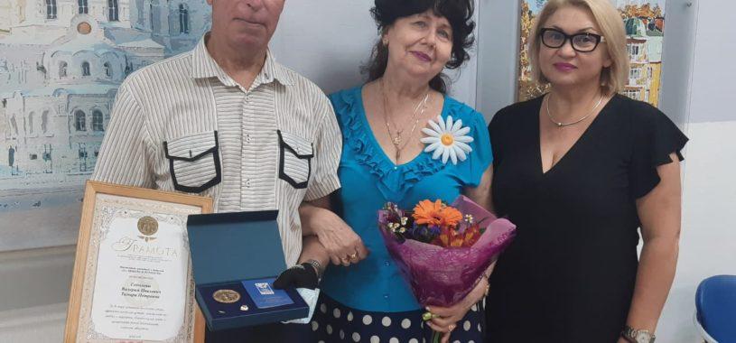 Супружеские пары Ленинского района приняли поздравления с днем семьи, любви и верности