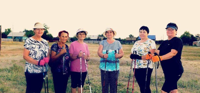 Астраханское отделение «Союз женщин России» поздравляет с днем физкультурника активных участников клуба «Здоровье»